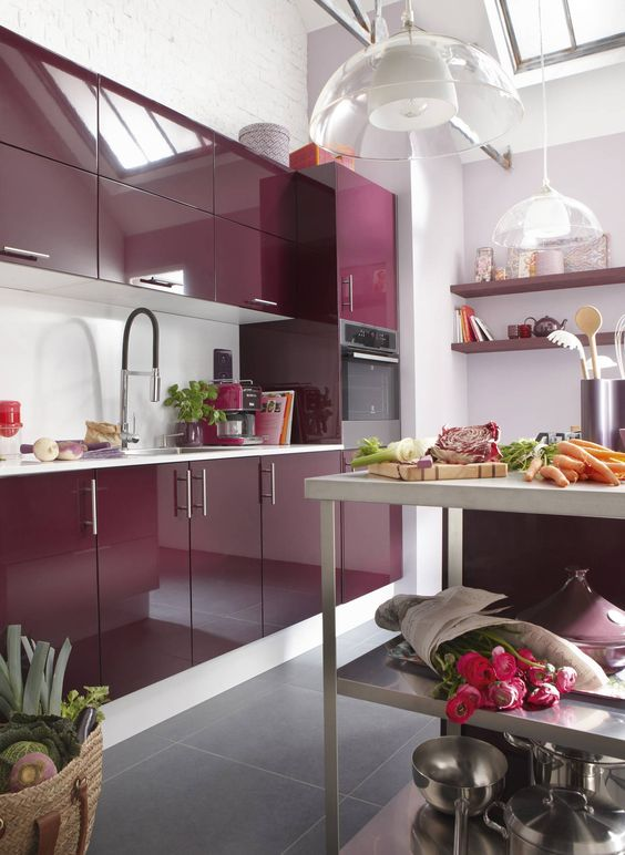 Une cuisine aubergine pour cuisiner comme un chef for Deco cuisine aubergine
