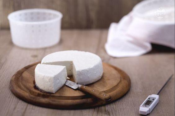 La ricetta del primo sale fatto in casa per chiunque voglia cimentarsi nell'autoproduzione dei formaggi.