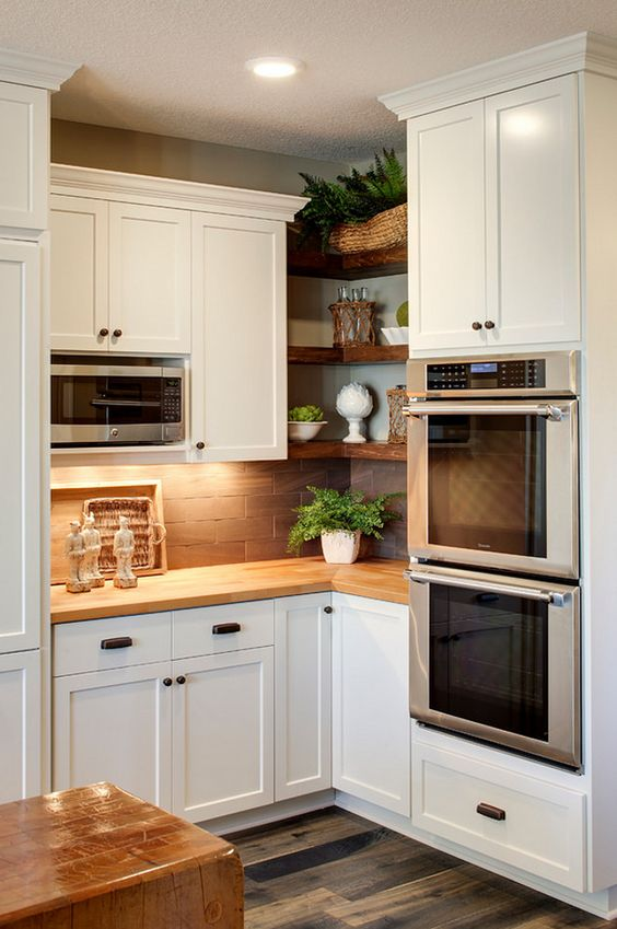 Open shelving with generous face frame size for tight corner.  80 Home Design ideas and Photos