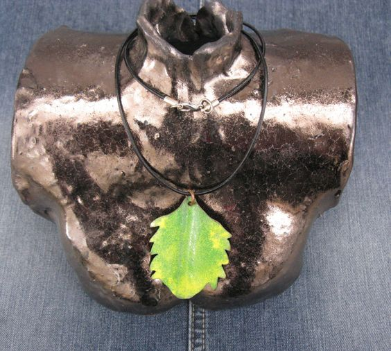 Handgefertigte Lederhalskette mit Anhänger Kupfer und Emaille von Designvonmerrill auf Etsy