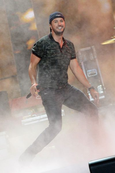 Luke Bryan Photos - 2015 CMT Music Awards Rehearsals - Day 2 - Zimbio