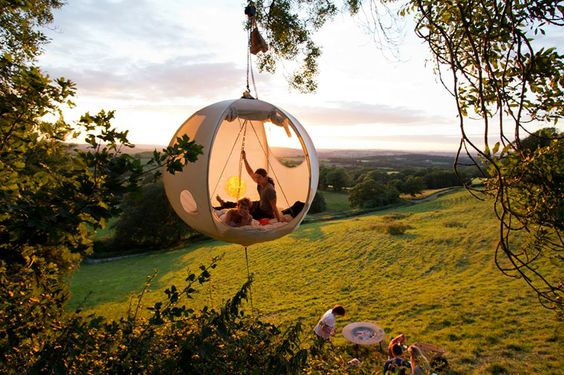 The Hanging Tent Companys picnic in the tree tops   DesignRulz.com ((motionsickness and camping combined))