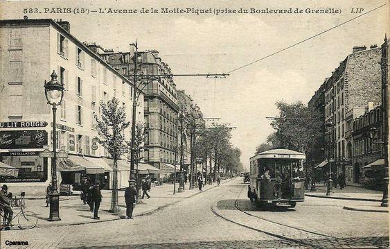 Paris L Avenue De La Motte Picquet A Droite De L Autobus L Acces Du Metro La Motte Picquet Grenelle Vieux Paris Paris Photos Historiques