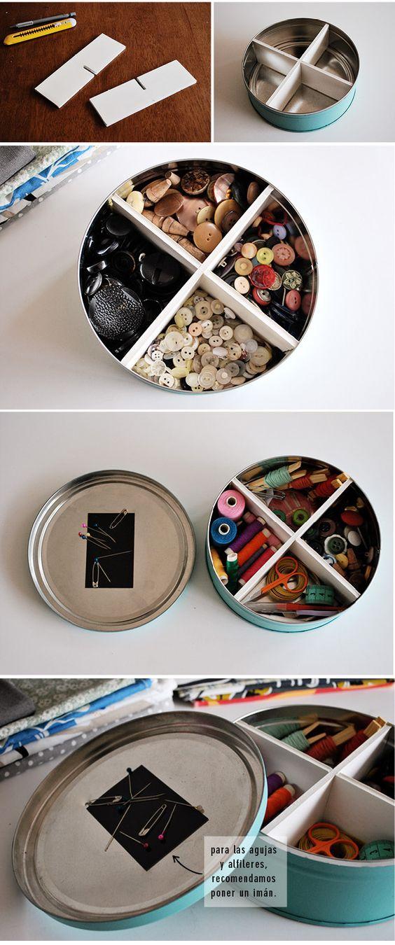 Dividiendo en partes una caja de galletas puedes guardar tus utensilios de costura o lo que necesites.: