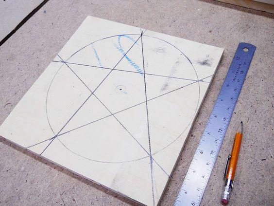 Drawing and Cutting a Wooden 5 Point Star / Dessiner et coupe une étoile à 5 branches en bois