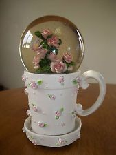 Musical snow globe coffee cup roses butterflies garde Beautiful Dreamer tune