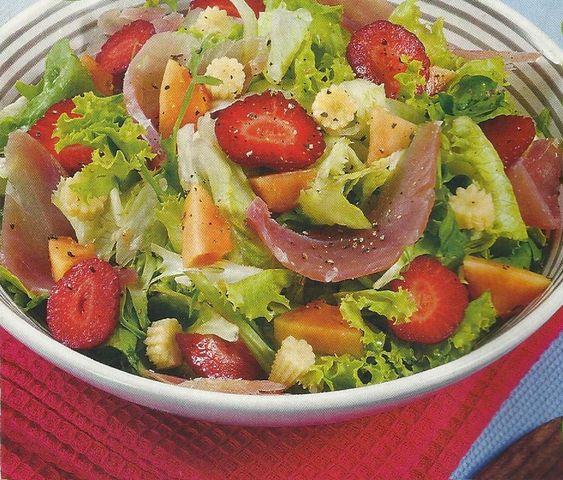 Salada de Presunto com Morangos - https://www.receitassimples.pt/salada-de-presunto-com-morangos/