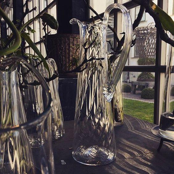 "One of 40 unique glass works by #tageandersen - an elegant glass jug - part of the exhibition at #kulturen in #lund ""Rock i barocken"" "" Barockt III "" until 15 May.:"
