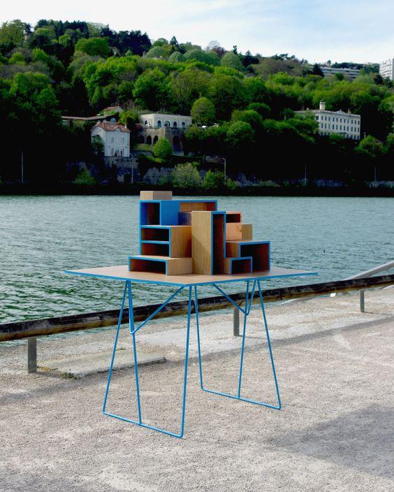 Meuble/Cabinet de curiosité inspiré par les architectures de mégalopoles. Designer: AdriAn Blanc