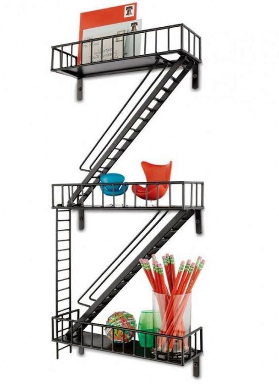 Casa Nerd: Prateleira de Escada de Emergência