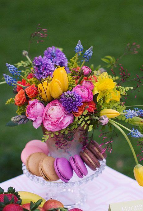 Tulpen, #Hyazinthen, Spray Rosen, Hahnenfuß, Muscari, Narzissen, Papier-weiße, Jasmin und Maidenhair Farn. Foto: Bonnie Tsang.