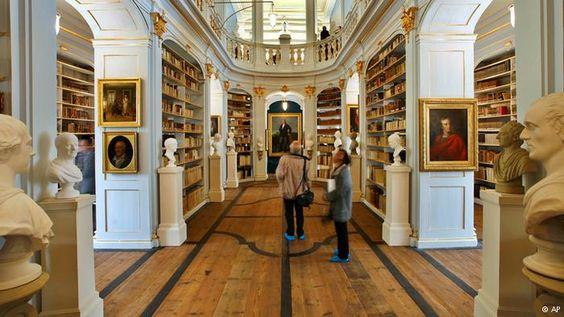 La biblioteca Anna Amalia renace de las cenizas   Todos los contenidos   DW.DE   15.08.2014