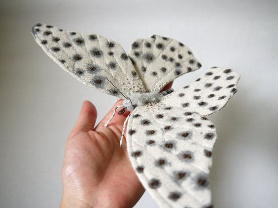 Fabric sculpture Large white and black butterfly por YumiOkita