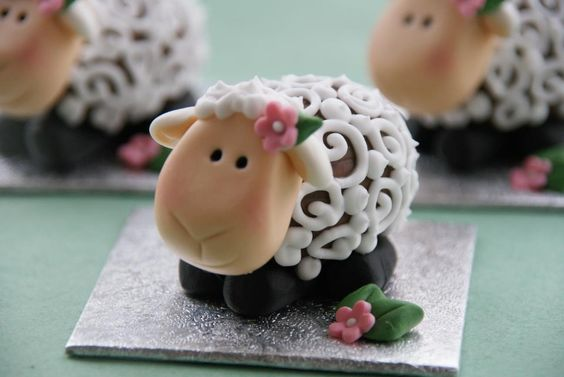Adorable Cadbury Creme Easter lamb: Easter Lamb, Celebrations Easter, Creme Easter, Cadbury Easter, Easter Chocolate, Easter Crafts, Baking Recipes, Easter Creme