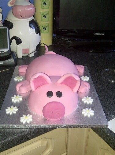 Pig cake for a friend's daughter