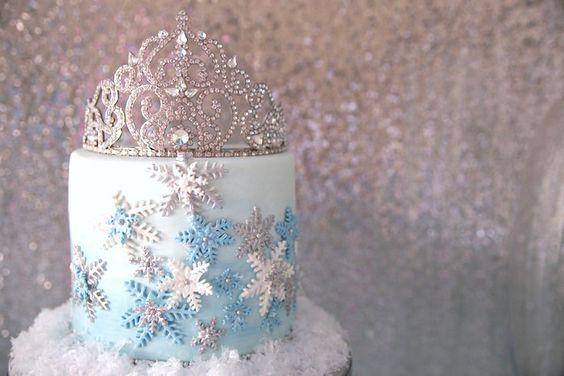 Frozen Wonderland Birthday Party via Kara's Party Ideas KarasPartyIdeas.com Tutorials, recipes, supplies, cake, favors, and more! #frozen #frozenparty #winterwonderland #frozenwonderland #frozenpartydecor #psrtyplanning (26)
