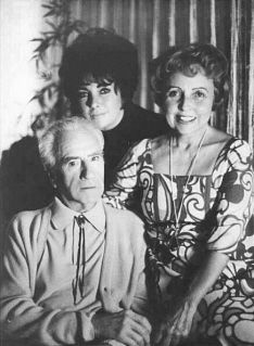 ELIZABETH ROSEMOND TAYLOR WITH HER PARENTS, FRANCIS TAYLOR & SARA SOTHERN-TAYLOR