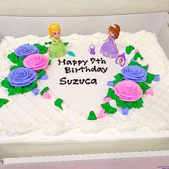 お誕生日おめでとうございます*\(^o^)/*  って、娘さんでしょうか(^◇^;)? - 23件のもぐもぐ - コストコケーキ by HM-jast
