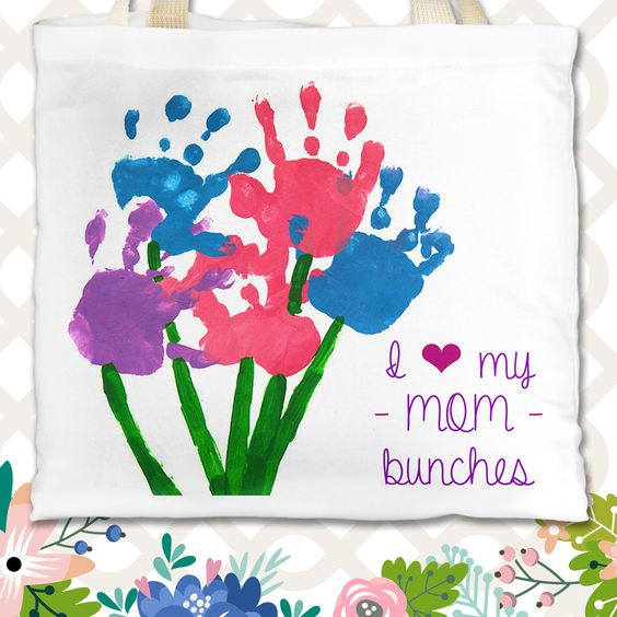 Kids' #art looks great on the refrigerator, and even better on a custom #personalized tote bag! #30giftsformom #gifts #MothersDay #mom