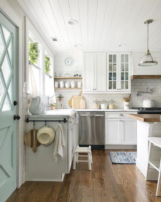 Great Kitchen Decorating Ideas With Farmhouse Style For Your Ordinary Home 19 Trendehouse Farmhouse Style Kitchen Cabinets Kitchen Cabinets Decor Farmhouse Kitchen Decor