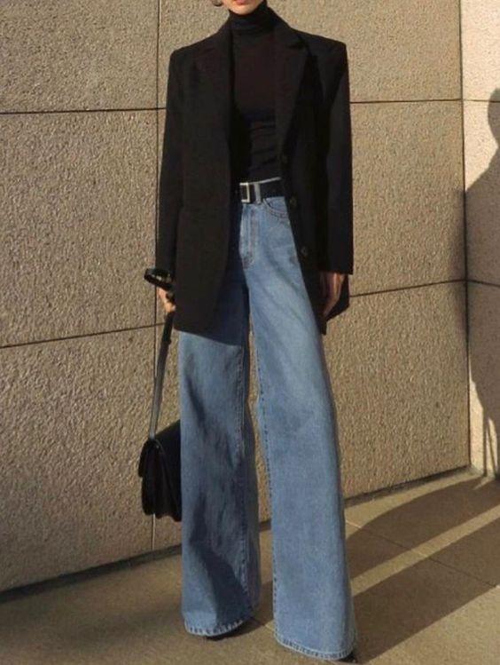 Прямые джинсы, пиджак, водолазка. Классический лук.