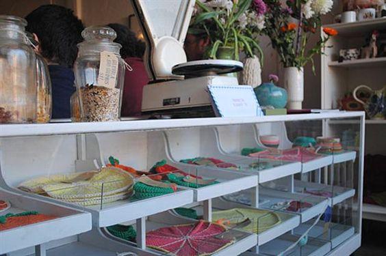 Seis lugares únicos para comprar plantas y flores  Objetos de decoración hechos en crochet.  /Cecilia Wall