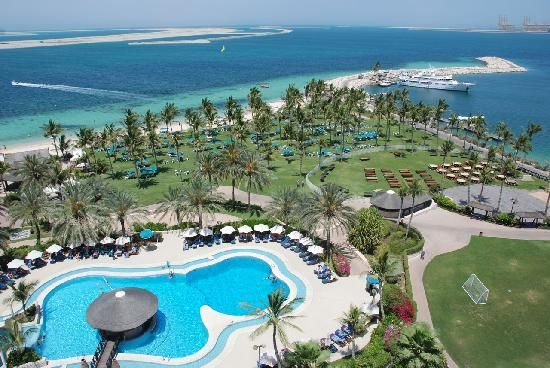 Dubai. Mein erstes Luxusdomizil in den VAE. Eines der ältesten, aber auch mit schönem 5-Sterne-Flair. Im Hintergrund ist schon eine der 3 Palminseln zu sehen.