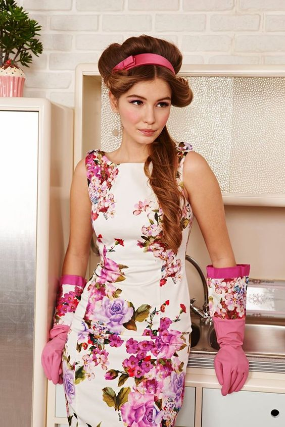 Bouquet di fiori sui tuoi abiti primaverili #fashion #dress #flowers #girl #woman #style #look