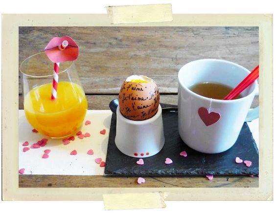 Make your valentine breakfast perfect thanks to lovely free template !