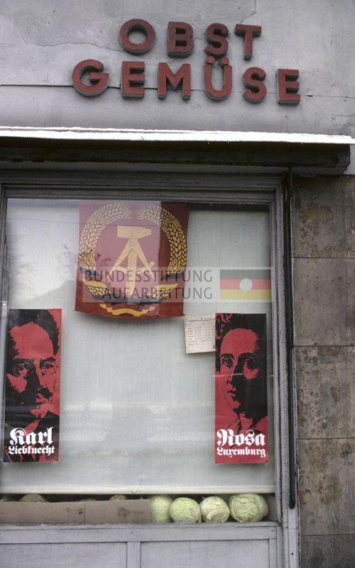 Plakatierung zu Feierlichkeiten in Ost-Berlin. Januar 1979. © Archiv Bundesstiftung Aufarbeitung, Fotobestand Harald Schmitt