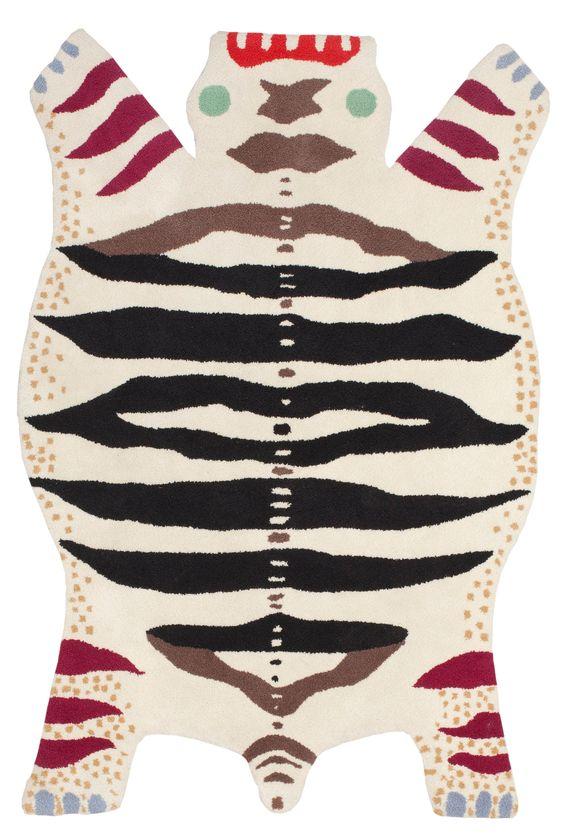 """MATTA. """"Odjursmattan"""" även """"Matta nr 7"""". Handtuftad. 176 x 117 cm. Design av Josef Frank för Svenskt Tenn. Den ljusa """"Odjursmattan"""" visades i ryavariant på San Francisco-utställningen 1939. Baksidan med fragment av påklistrad etikett."""