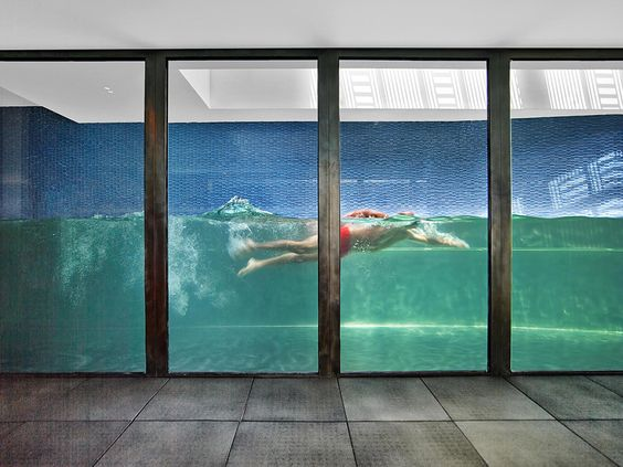glass-walled-swimming-pool-3.jpg