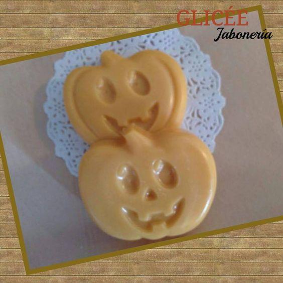 Calabazas de Halloween de jabón de glicerina con esencia de Pastel de calabaza! ! **diasdulces** **aromasdefantasía** glicee@outlook.com
