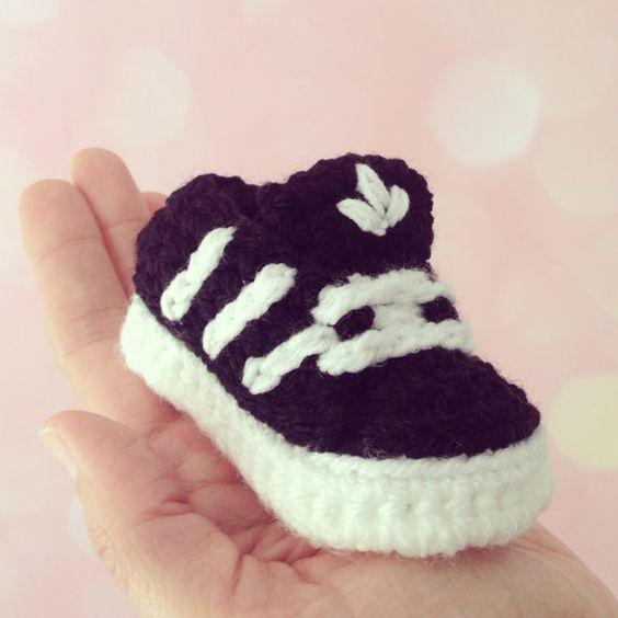 Knitting Pattern Baby Trainers : Baby-Schuhe mit Streifen, hakeln Hakeln, Strick und Autos