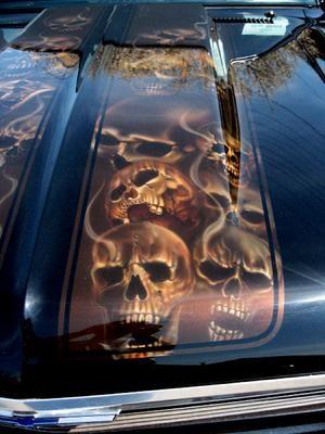 Detail airbrushed skulls on nova hood race stripe re for Airbrush car mural