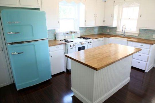 I love a fridge with color.: Block Countertop, Retro Fridge, Retroappliance, Retro Appliance