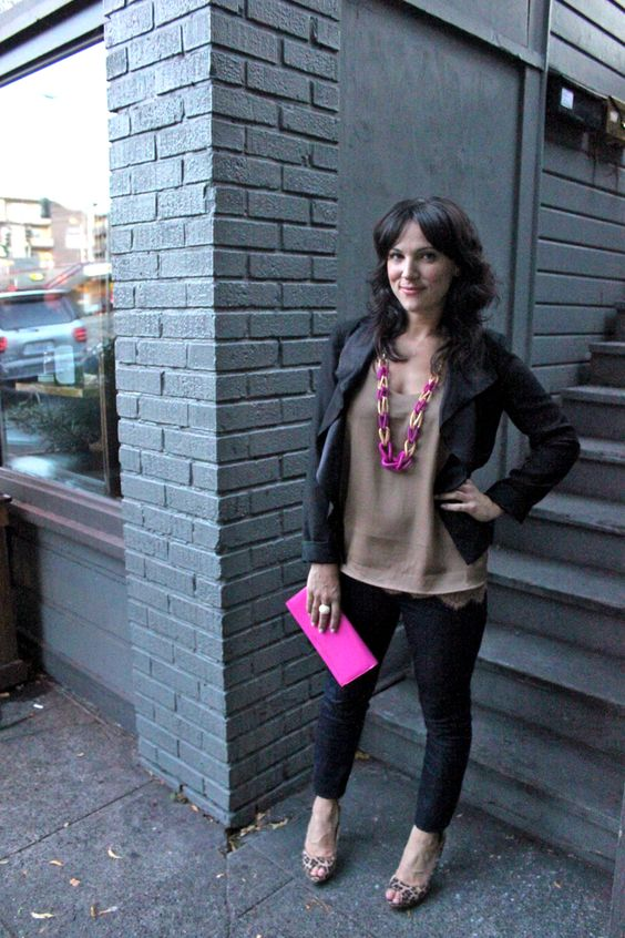 Cassandra Lavalle of Coco+Kelley adds a pop of pink to her Slim illusion skinnies in Rinse. #7FAM #7After7