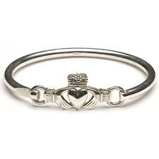 Claddagh bangle bracelet! Oh my goodness this is freaking awesome!