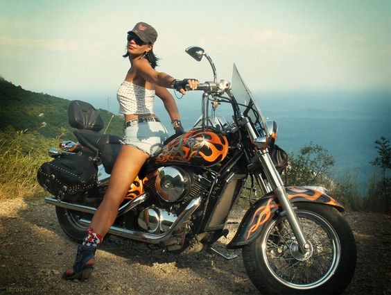Девушка на мотоцикле порноролик