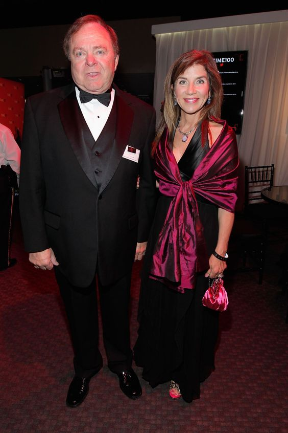 Multibillionaire American oilman Harold Hamm has been ordered to pay almost $1 billion to his ex-wife to settle one of the most expensive divorce cases in US history.  US billionaire Harold Hamm and his then wife Sue Ann at the TIME 100 Gala in New York, on April 24, ... - Fournis par AFP