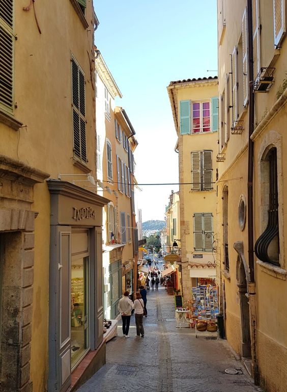 Three Things to do and two legends about Hyères you should know Traveling to Hyères – also called Les Palmiers is worth it for many reasons …. the combination of…
