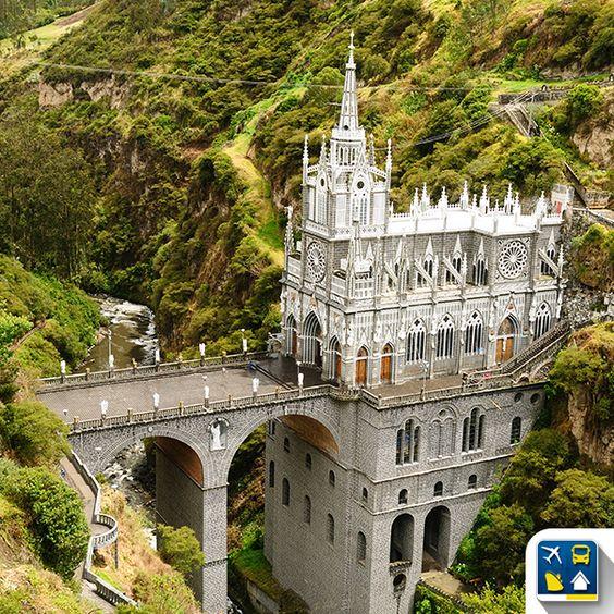 (( Santuário de Las Lajas, Colômbia ))  Uma igreja construída sobre um cânion ás margens do rio Guaitara com impressionantes 100 metros de altura de sua base ao topo.   Um destino de peregrinação e fé que todo viajante irá emocionar-se ao conhecer.