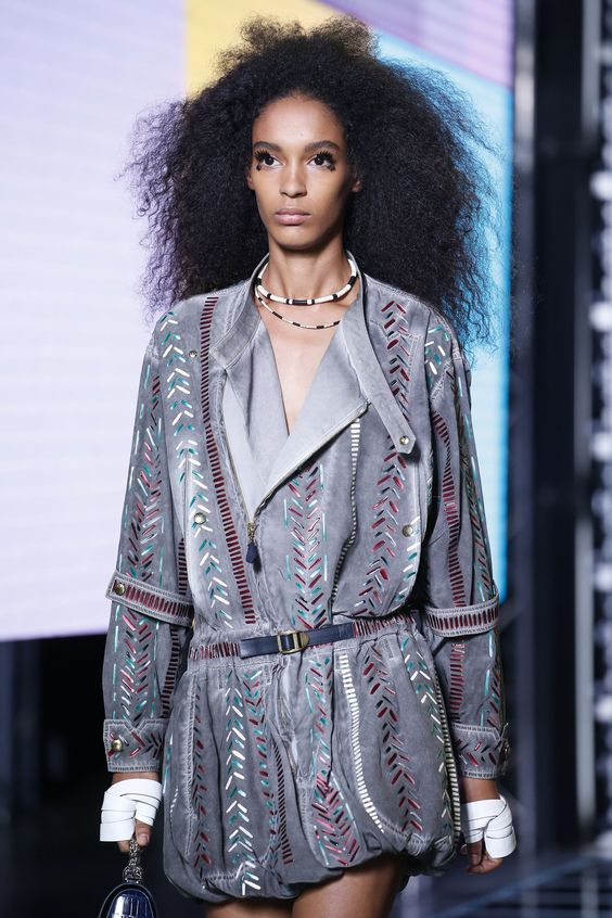 Luisana Gonzalez - Nicolas Ghesquière's Louis Vuitton runway has provided a promising start to many careers, and the latest model to make her presence felt at Vuitton is Gonzalez. Delivering a solid catwalk debut and displaying a look unlike anyone else in Paris, she set the stage for a fantastic postseason.: