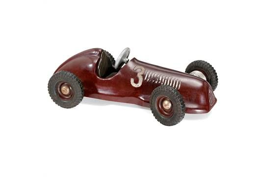 Formula Talbot Lago Bakelite Toy Racing Car, c. 1950 Made in Czechoslovakia by Sery, functional steering, rubber tyres, driver's seat, length 13 in., very rare. Condition: (3+/2-) Bakelit-Rennwagen Talbot Lago, um 1950 Hergestellt in der Tschechoslowakei von Sery, funktionierende Lenkung, Gummireifen, Fahrersitz, Länge 33 cm, sehr selten! Zustand: (3+/2-)