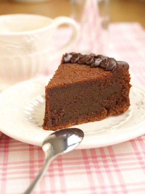 Bizcocho de chocolate, almendra y ron - http://laguindadelpastelblog.blogspot.com/