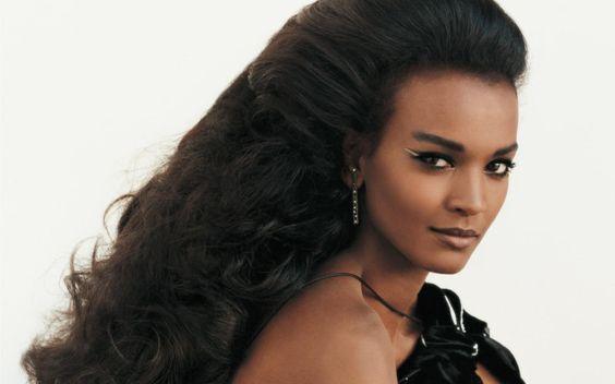 Andiamo a conoscere megliola super modellaetiope Liya Kebede. Top model, filantropa, attivista, stilista, attrice, icona e mamma.Nata ad Addis Abeba nel