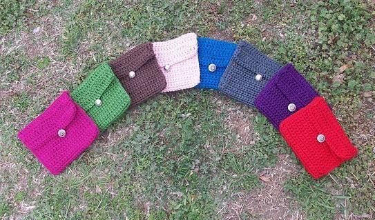 Free crocheting pattern: travel size makeup bag