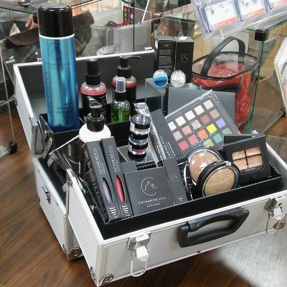 Maletas organizadoras de maquiagem é na Ludovicus!!! Confira em nossa loja física e virtual  #ludovicuseuquero #maleta #makeup #maletasorganizadoras #klassvough #ludovicus #jackidesign #studiokv #rubys