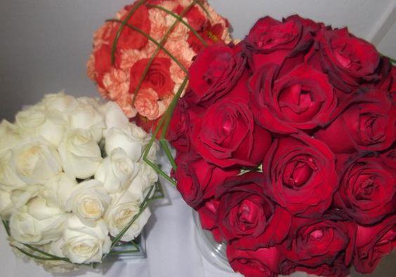 Exemplos de buquês de noivas.