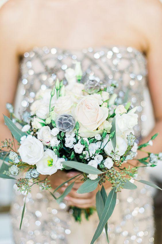 Eine glamouröse Winterhochzeit | Friedatheres.com  glamourous winter wedding  Fotos: Die Hochzeitsfotografen Blumen: Stillleben Deko Brautjungfernkleider: Adrianna Pappel